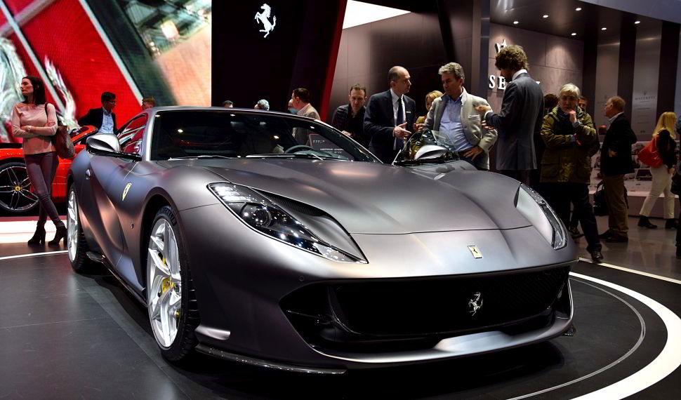 Ferrari 812 Superfast Silber