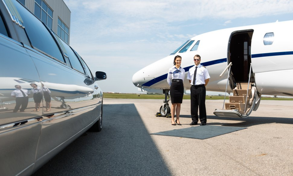 Privatjet pickup Stretch Limo
