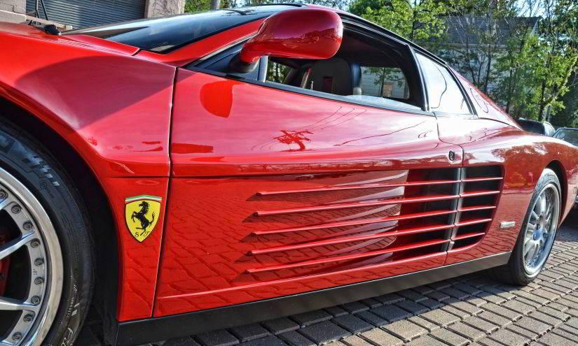 Ferrari Testarossa Seitenschlitze