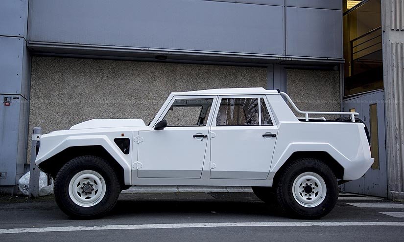 Lamborghini LM002 Side