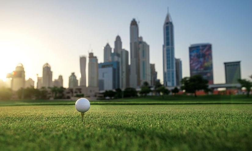Golf vor Dubai Skyline Content