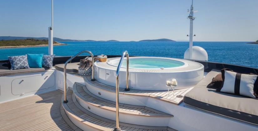 Mega Yacht Brazil Whirlpool